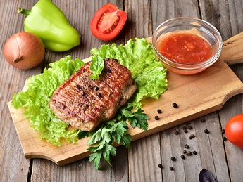 Steak de porc сu sos picant