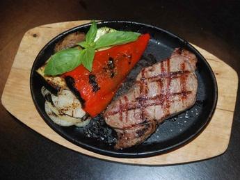 Ribeye Steak cu legume la grătar