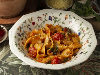 Fettuccine with sheep cheese and tomatoes