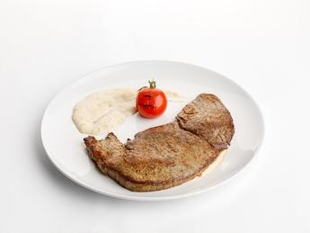 Pepper steak with pepper sauce