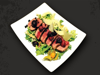 Salad with beef, pear and parmesan