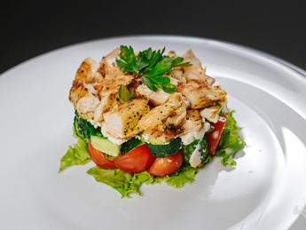 Flaky salad with chicken